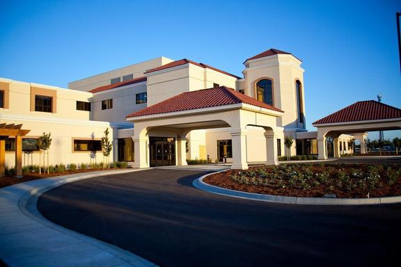 AMC H 12 10 576x384 - Adventist Health Hanford Family Birthing Center
